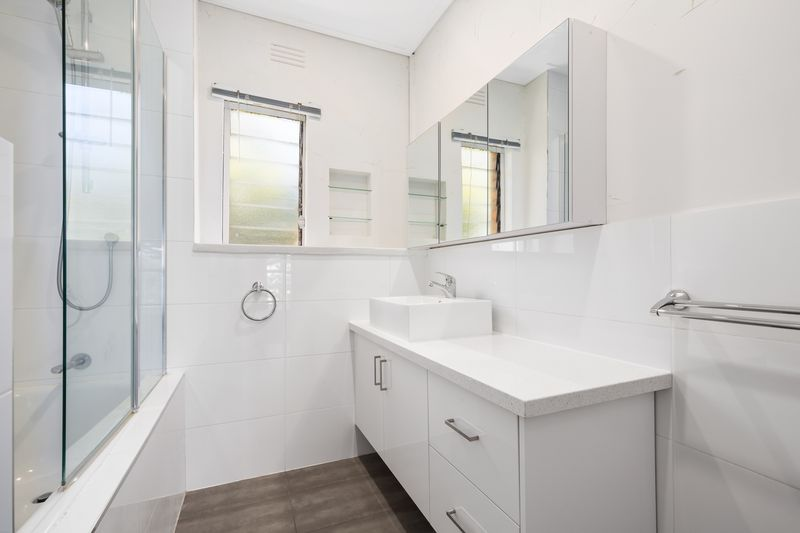 23-150-arden-street-north-melbourne-student-accommodation-Melbourne-Bathroom-Unilodgers