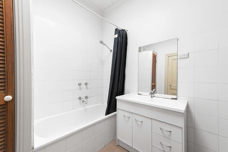 160-danks-street-albert-park-student-accommodation-Melbourne-Bathroom-Unilodgers