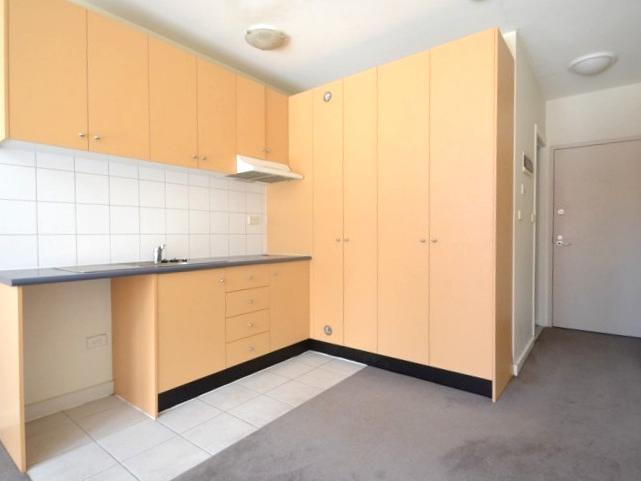 14-117-121-bouverie-street-carlton-student-accommodation-Melbourne-Kitchen-1-Unilodgers