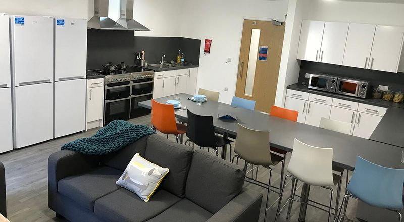 The-Croft-Derby-Shared-Kitchen-Area-Unilodgers
