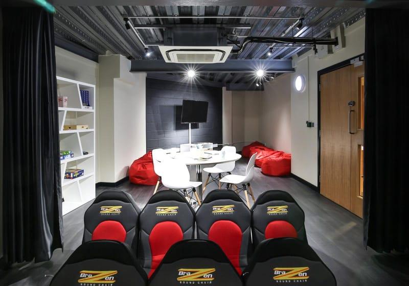 IQ-Broderick-House-Birmingham-Cinema-Room-Unilodgers