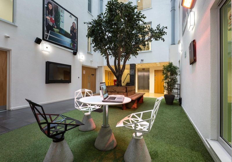 IQ-Broderick-House-Birmingham-Relaxing-Area2-Unilodgers