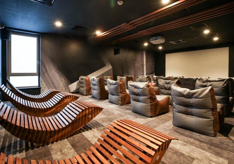 iQ-Hammersmith-London-Cinema-Room-Unilodgers