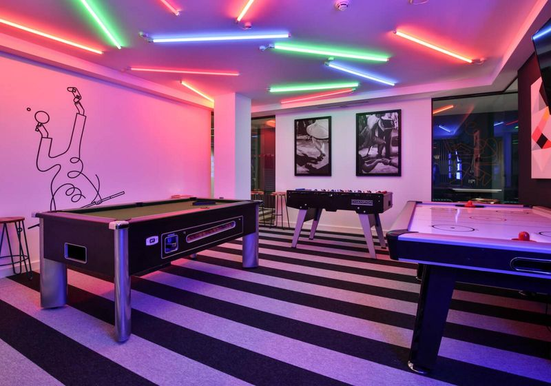 iQ-Hammersmith-London-Games-Room-Unilodgers