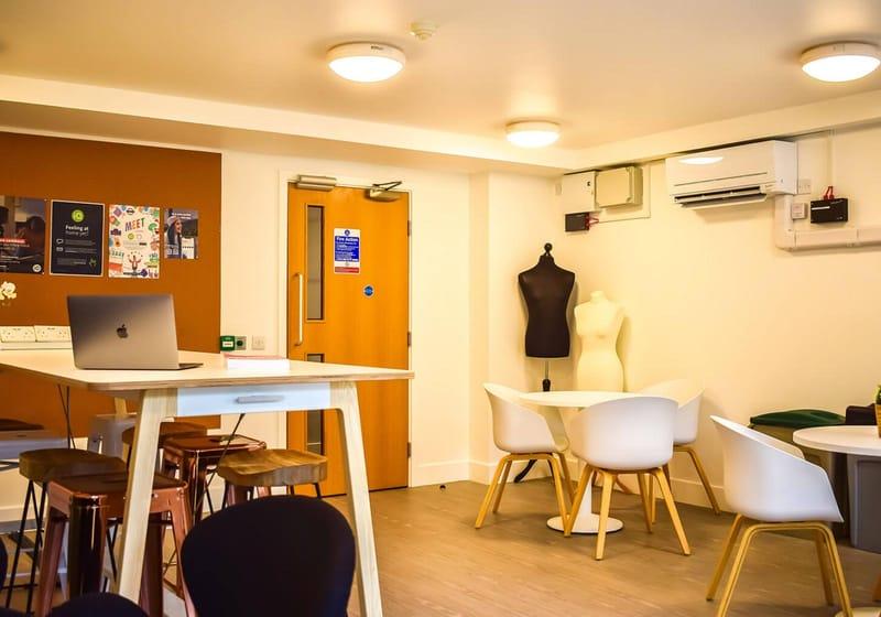 iQ-Hoxton-London-Study-Room-Unilodgers