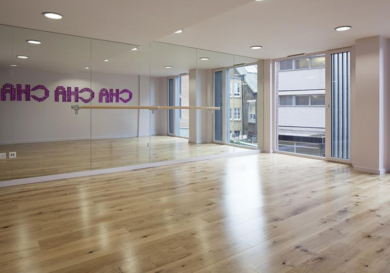 iQ-Shoreditch-London-Dance-Studio-Unilodgers