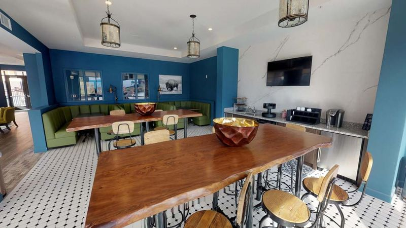 303-Flats-Knoxville-TN-Dining-Unilodgers