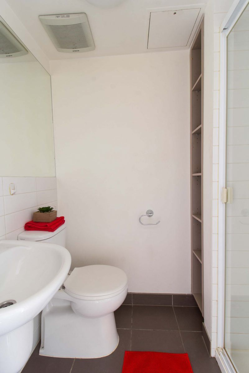 32_St_Edmonds_Road-Melbourne-LargeStudio-Bathroom-Unilodgers