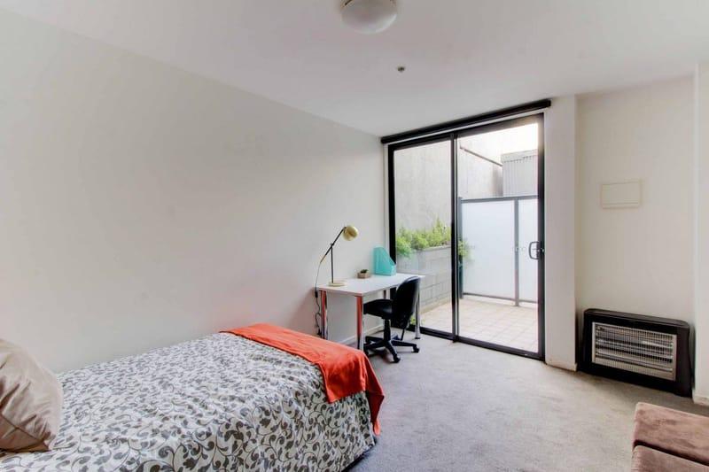 32_St_Edmonds_Road-Melbourne-LargeStudio-Terrace-LivingRoom-Unilodgers