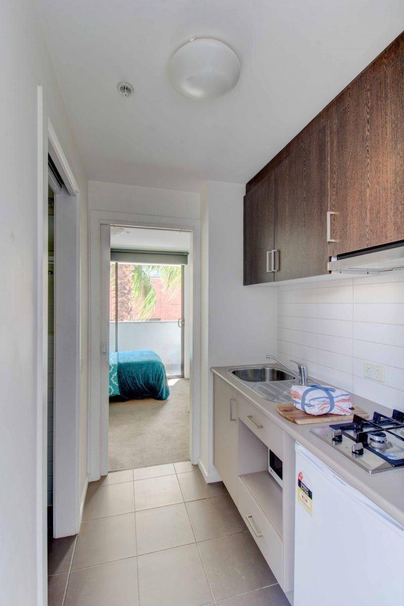 32_St_Edmonds_Road-Melbourne-StandardStudio-Kitchen-Unilodgers