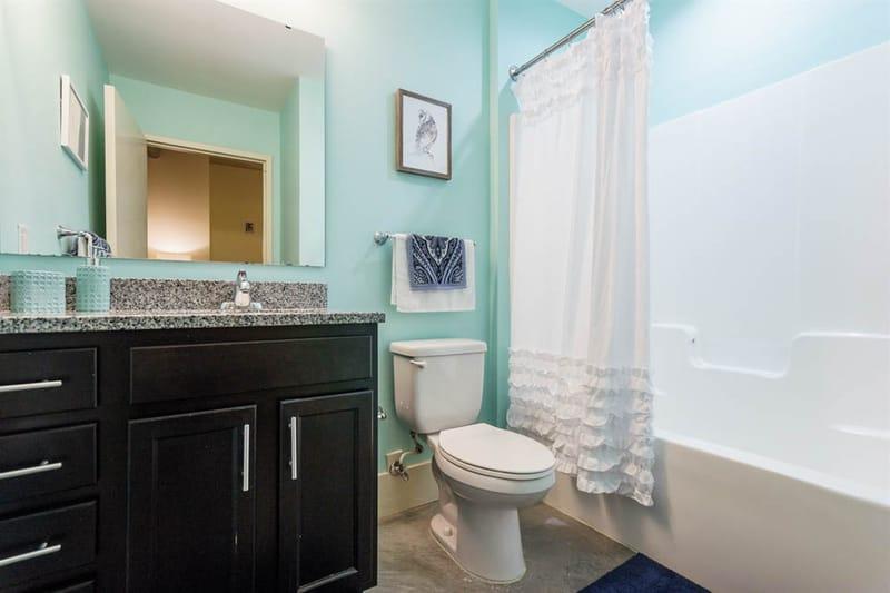 Shortbread-Lofts-Chapel-Hill-NC-Bathroom-Unilodgers