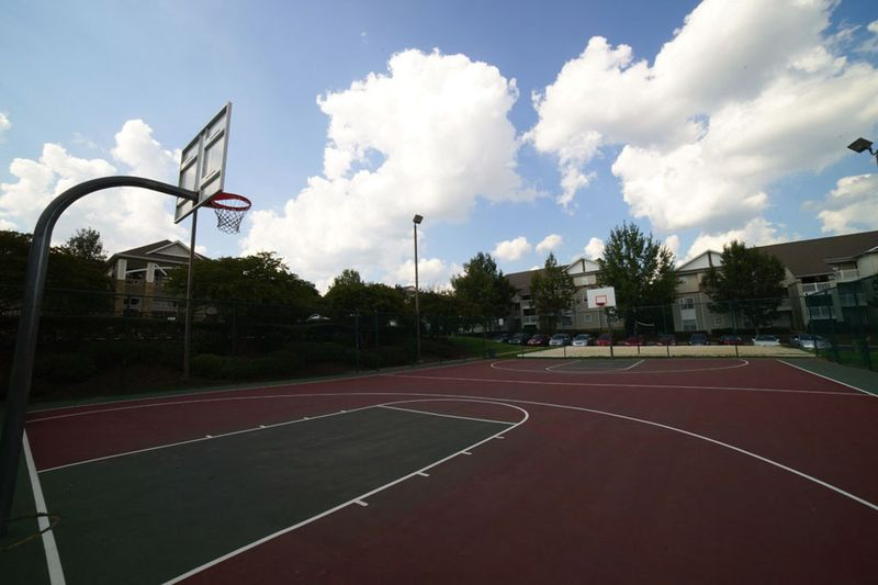 901-Place-Charlotte-NC-Basketball-Court-Unilodgers