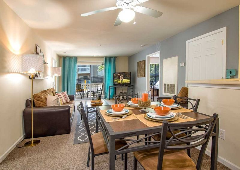 901-Place-Charlotte-NC-Dining-Table-Unilodgers