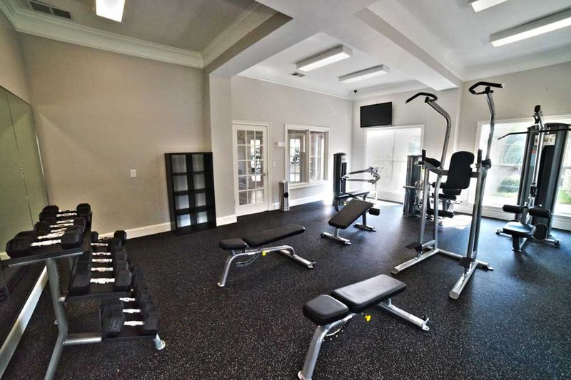 901-Place-Charlotte-NC-Gym-Unilodgers