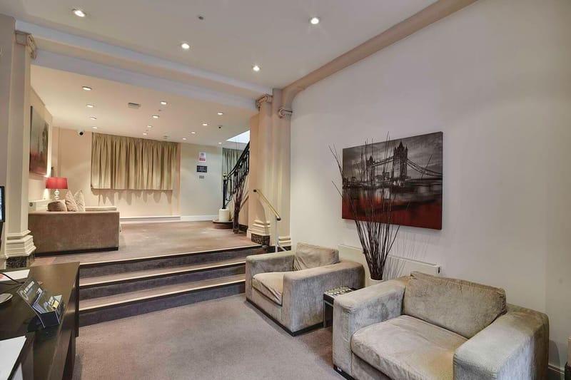 AXO-Oxford-Circus-London-Lobby-Room2-Unilodgers