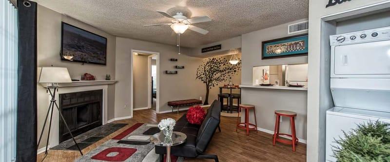Abbey-Glenn-Apartments-Waco-TX-Living-Room-Unilodgers