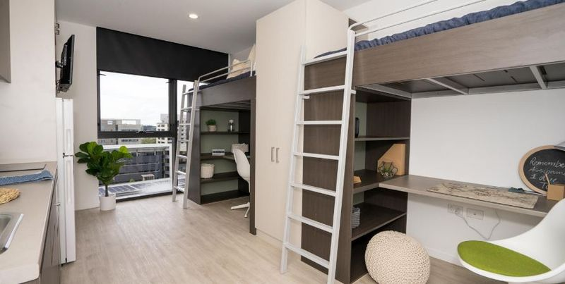 Atira-South-Brisbane-2-Bed-Apartment-2-Unilodgers