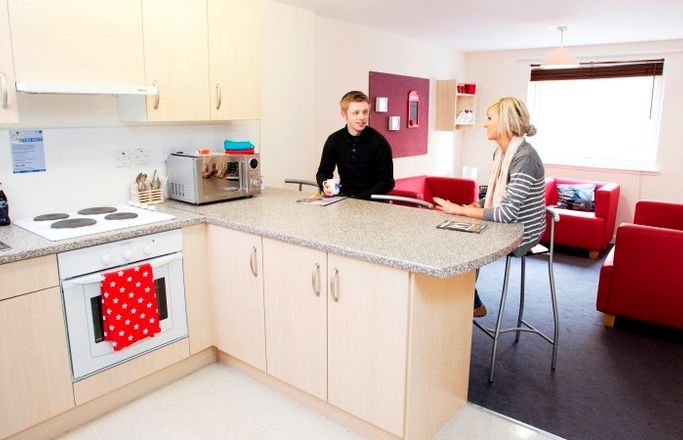 Blackfriars-Glasgow-Shared-Kitchen-Dining-Area-Unilodgers