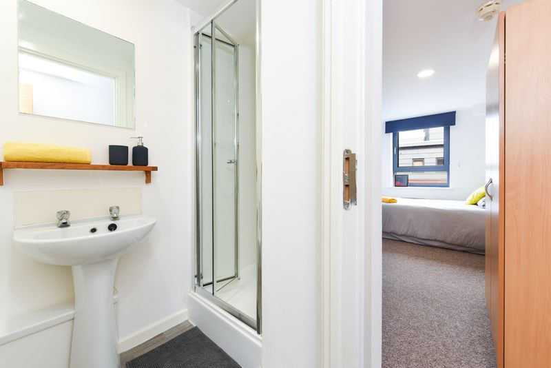 Bolsover-House-Sheffield-2-Bathroom-2-Unilodgers