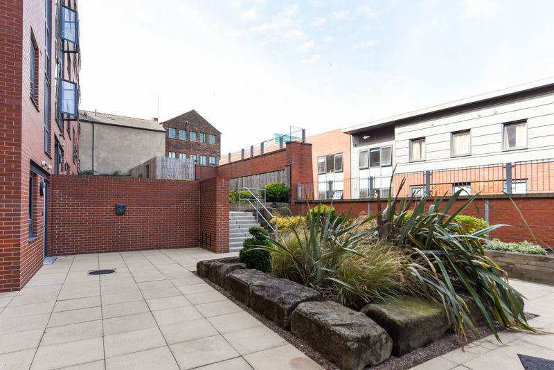 Bolsover-House-Sheffield-2-Courtyard-Unilodgers
