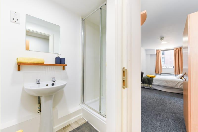 Brearley-House-Sheffield-2-Bathroom-2-Unilodgers