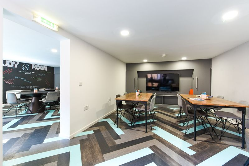 Brearley-House-Sheffield-2-Common-Room-3-Unilodgers