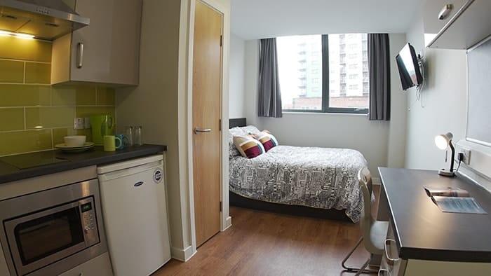 Burgess-House-Newcastle-Premium-Studio-3-Unilodgers