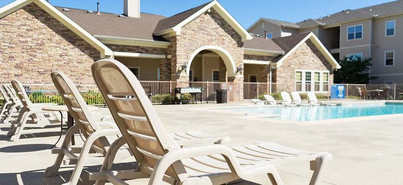 CEV-Warrensburg-MO-Swimming-Pool-With-Patio-Unilodgers