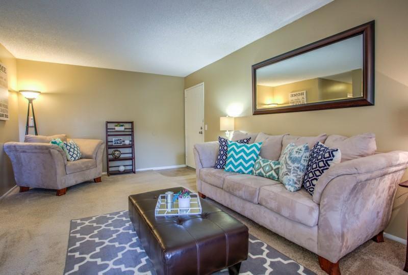Campus-Crossings-At-Riverside-CA-Living-Room-Unilodgers