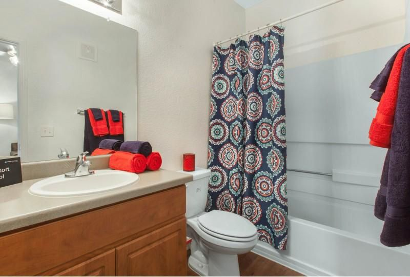 Campus-Crossings-at-Star-Pass-Tucson-AZ-Bath-Room-Unilodgers