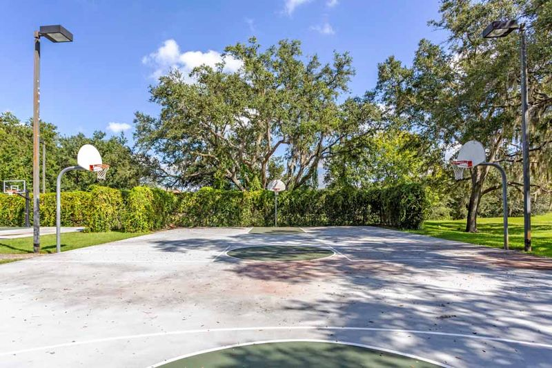 Campus-Lodge-Tampa-Basketball-Court-Unilodgers