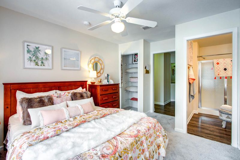 Campus-Lodge-Tampa-Bedroom-Unilodgers