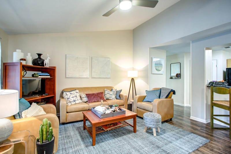 Campus-Lodge-Tampa-Living-Area-2-Unilodgers