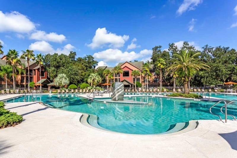 Campus-Lodge-Tampa-Swimming-Pool-Uniloldgers