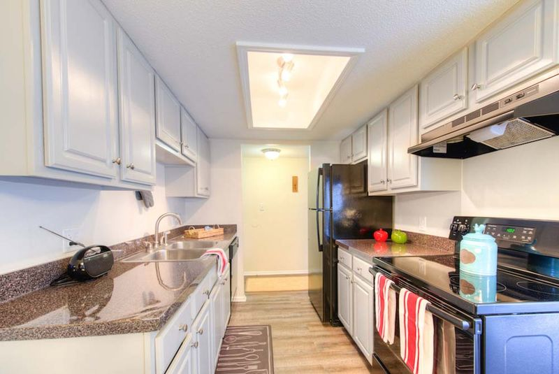 Campus-View-Southbend-IN-Kitchen-Unilodgers