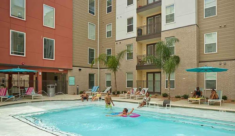 Campus-Vue-Houston-TX-Poolside-Unilodgers