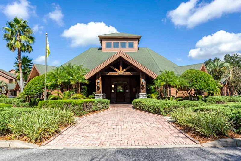 Campus_Lodge-Tampa-Exterior-Unilodgers