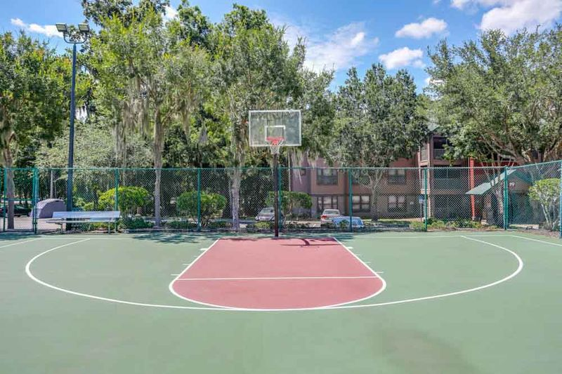 Campus-Lodge-Gainesville-FL-Basketball-Court-Unilodgers