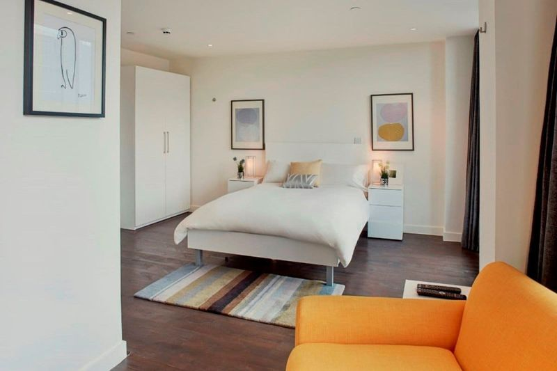 Chapter-Aldgate-London-Platinum-Studio-Bedroom-1-Unilodgers