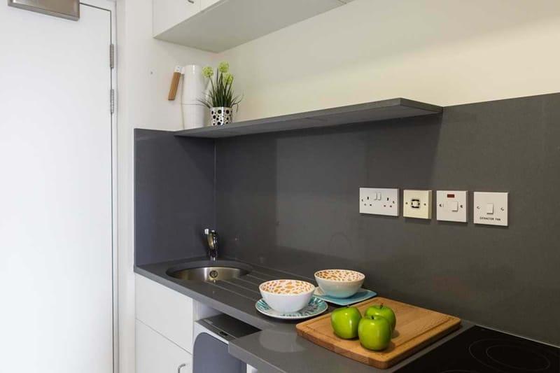 Chapter-Kings-Cross-London-Bronze-Studio-Kitchen-Unilodgers
