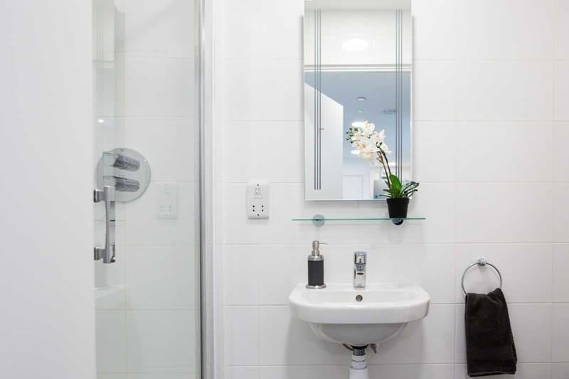 Chapter-Lewisham-London-Bronze-Ensuite-Bathroom-Unilodgers