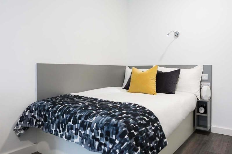Chapter-Lewisham-London-Gold-Studio-Bedroom-01-Unilodgers
