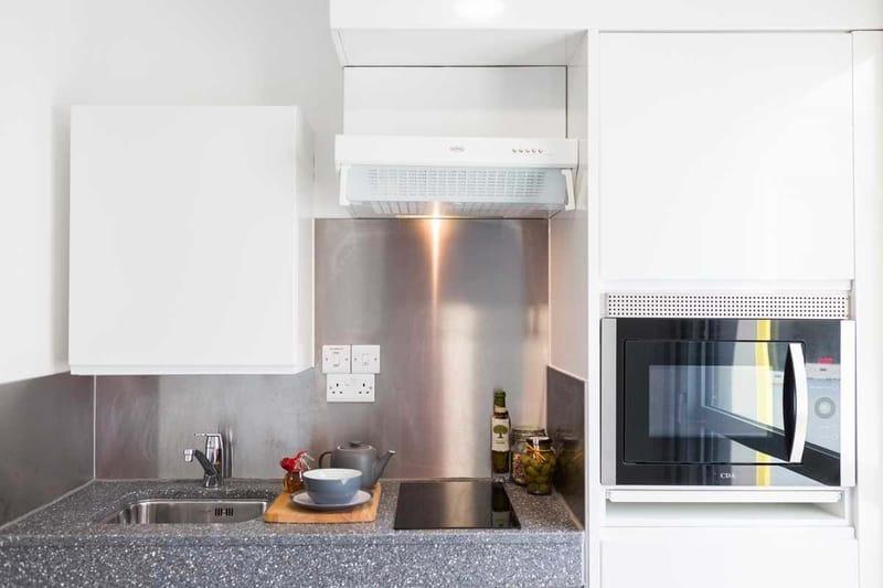 Chapter-Lewisham-London-Gold-Studio-Kitchen-01-Unilodgers