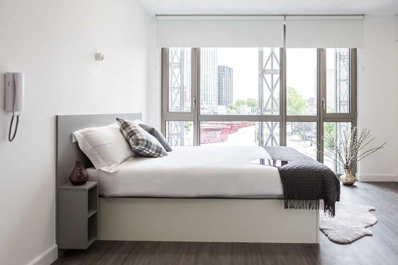 Chapter-Lewisham-London-Silver-Studio-Bedroom-Unilodgers