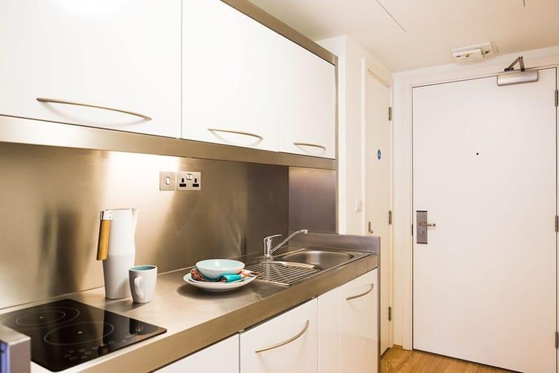 Chapter-Portobello-London-Bronze-Studio-Kitchen-Unilodgers