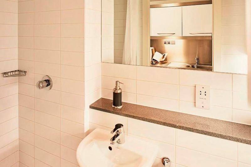 Chapter-Portobello-London-Twin-Studio-Bathroom-Unilodgers