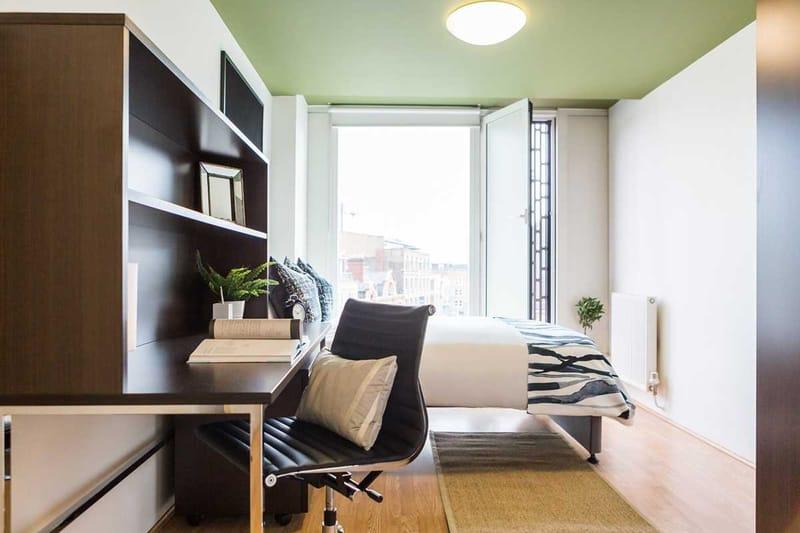 Chapter-Spitalfields-London-Bronze-Ensuite-Bedroom-01-Unilodgers
