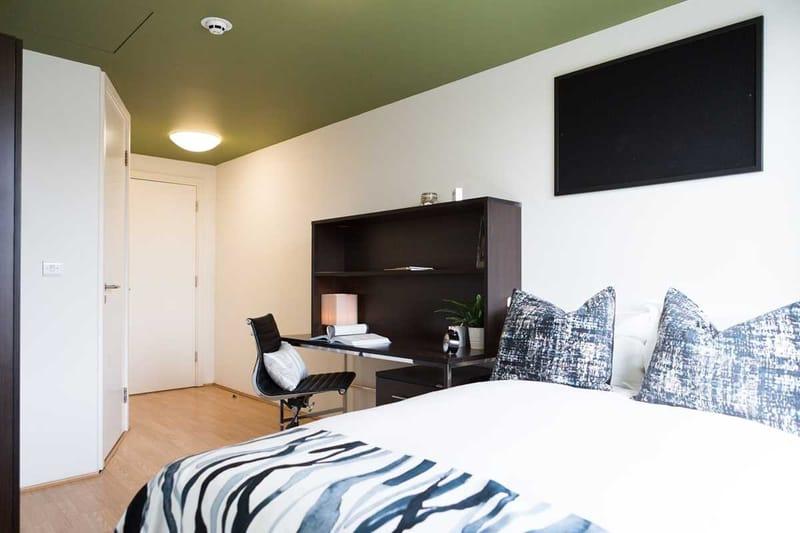 Chapter-Spitalfields-London-Bronze-Ensuite-Bedroom-Unilodgers