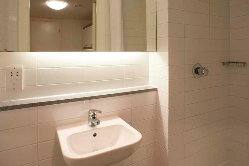 Chapter-Spitalfields-London-Bronze-Studio-Bathroom-01-Unilodgers