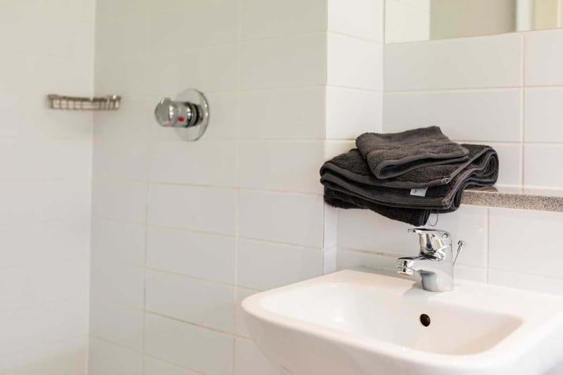 Chapter-Spitalfields-London-Gold-Studio-Bathroom-Unilodgers